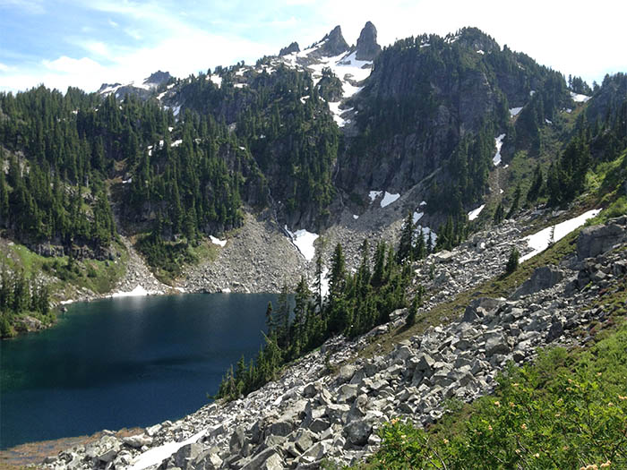 one of the many alpine lakes along the trail